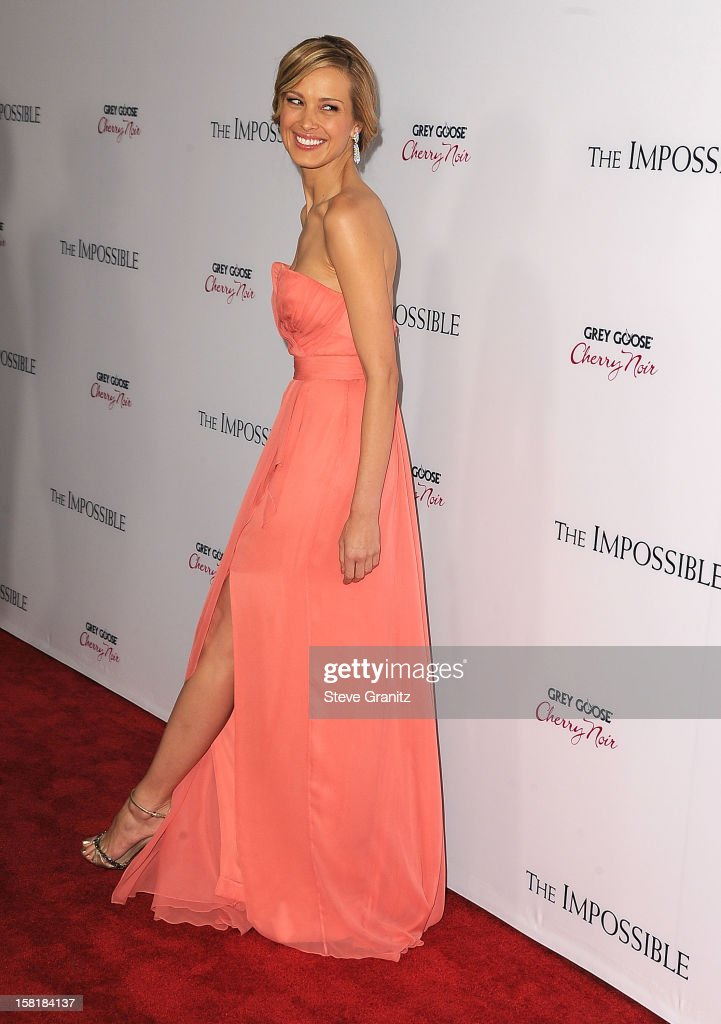 <a gi-track='captionPersonalityLinkClicked' href=/galleries/search?phrase=Petra+Nemcova&family=editorial&specificpeople=201716 ng-click='$event.stopPropagation()'>Petra Nemcova</a> arrives at the 'The Impossible' - Los Angeles Premiere at ArcLight Cinemas Cinerama Dome on December 10, 2012 in Hollywood, California.
