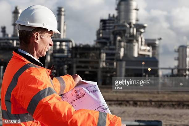 Petrochemical Kontrollinspektoren mit Zeichnung