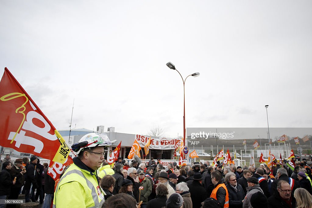 Petroplus oil refinery workers take part in a protest outside the Petroplus oil refinery, on February 5, 2013 in Petit-Couronne, northwestern France. A French court ordered last October the liquidation of Petit-Couronne oil refinery despite two offers for the site that employs 470 people. Investors have until this evening to make bids for the business, and the Minister for Industrial Regeneration Arnaud Montebourg said on RTL radio early in the day that the government expected several offers.