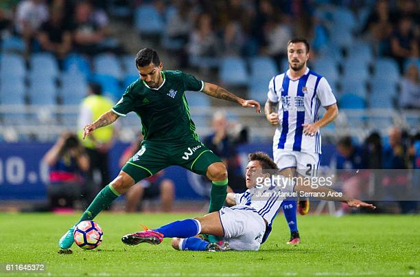 Petros Matheus dos Santos of Real Betis duels for the ball with Mikel Oyarzabal of Real Sociedad during the La Liga match between Real Sociedad de...
