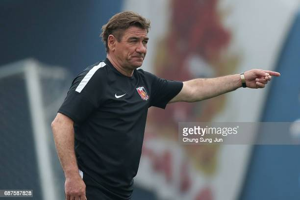 Petrovic Mihailo head coach of Urawa Red Diamonds in action during the AFC Champions League Round of 16 match between Jeju United FC and Urawa Red...