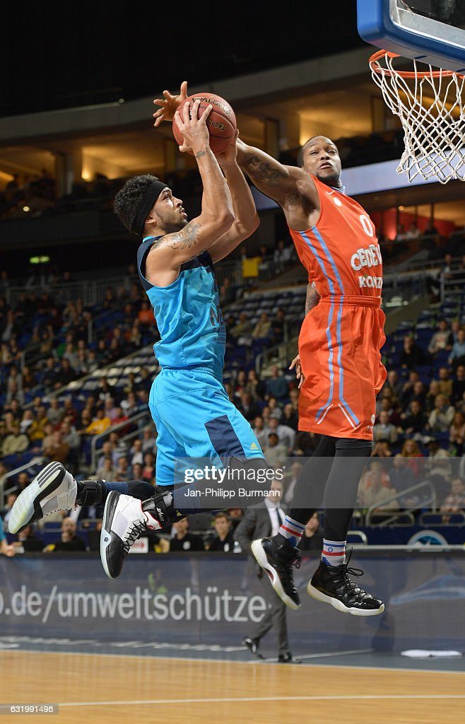 Peyton Siva of Alba Berlin and Rashad James of Cedevita Zagreb during the game between Alba Berlin and KK Cedevita Zagreb on January 18, 2017 in Berlin, Germany.