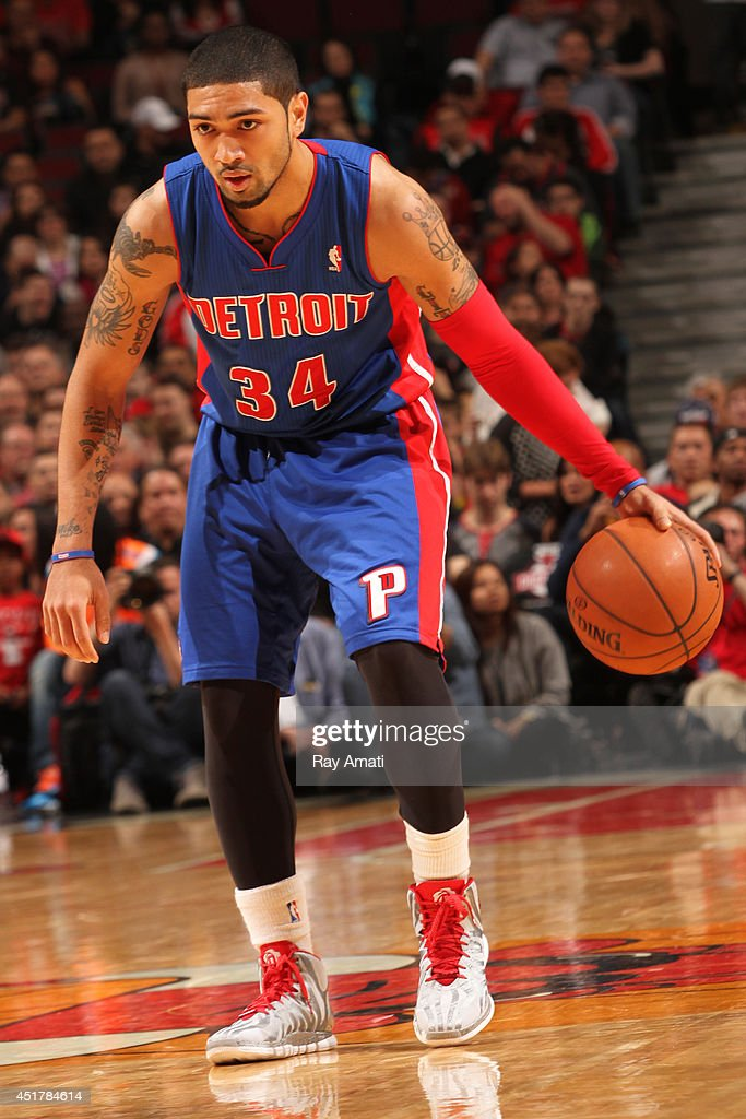 <a gi-track='captionPersonalityLinkClicked' href=/galleries/search?phrase=Peyton+Siva&family=editorial&specificpeople=5792001 ng-click='$event.stopPropagation()'>Peyton Siva</a> #34 of the Detroit Pistons handles the ball against the Chicago Bulls on April 11, 2014 at the United Center in Chicago, Illinois.