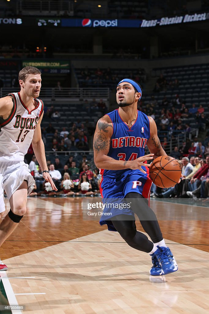 <a gi-track='captionPersonalityLinkClicked' href=/galleries/search?phrase=Peyton+Siva&family=editorial&specificpeople=5792001 ng-click='$event.stopPropagation()'>Peyton Siva</a> #34 of the Detroit Pistons handles the ball against the Milwaukee Bucks on December 4, 2013 at the BMO Harris Bradley Center in Milwaukee, Wisconsin.