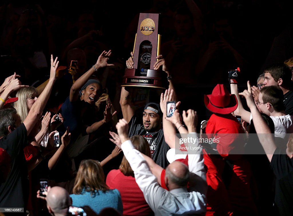 <a gi-track='captionPersonalityLinkClicked' href=/galleries/search?phrase=Peyton+Siva&family=editorial&specificpeople=5792001 ng-click='$event.stopPropagation()'>Peyton Siva</a> of the Louisville Cardinals carries the championship trophy during the Louisville Cardinals NCAA Basketball Celebration to mark the NCAA championship by the Mens team and the runner-up finish by the womens team at KFC YUM! Center on April 10, 2013 in Louisville, Kentucky.