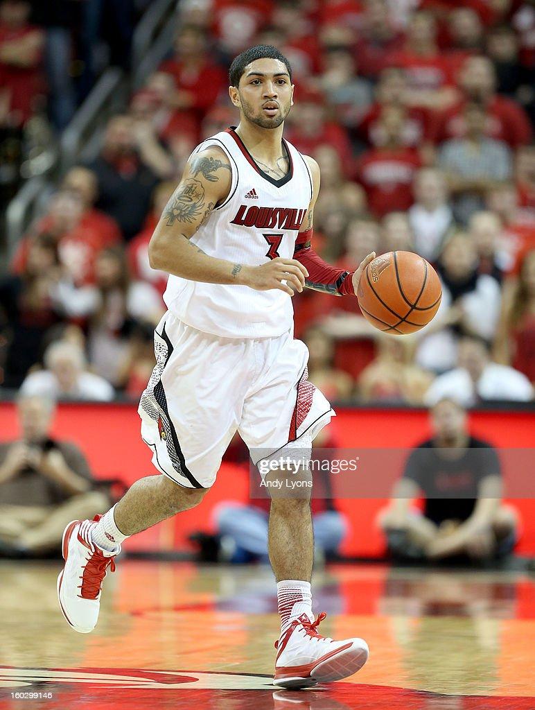 <a gi-track='captionPersonalityLinkClicked' href=/galleries/search?phrase=Peyton+Siva&family=editorial&specificpeople=5792001 ng-click='$event.stopPropagation()'>Peyton Siva</a> #3 of the Louisville Cardinals dribbles the ball during the game against the Pittsburgh Panthers at KFC YUM! Center on January 28, 2013 in Louisville, Kentucky.