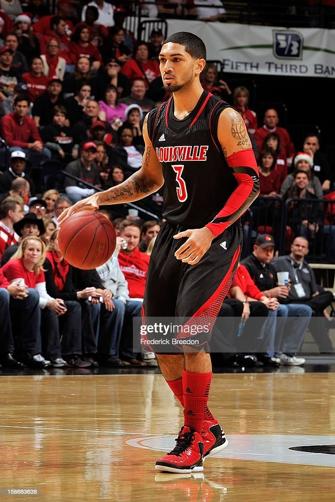 Peyton Siva #3 of the Louisville Cardinals plays against of the Western Kentucky Hilltoppers at Bridgestone Arena on December 22, 2012 in Nashville, Tennessee.