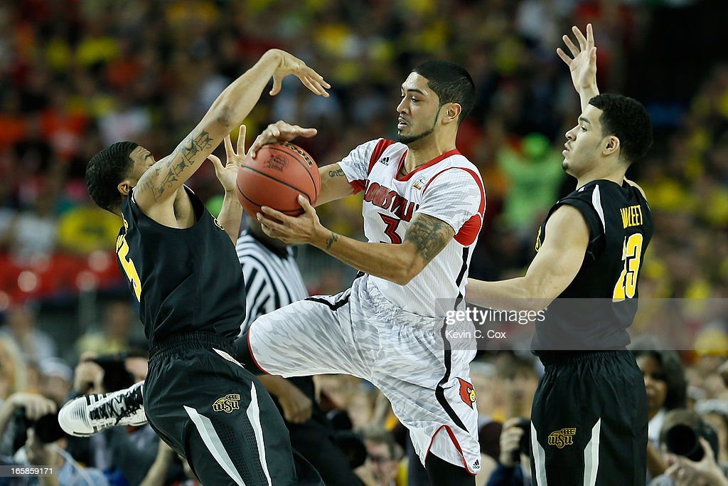 <a gi-track='captionPersonalityLinkClicked' href=/galleries/search?phrase=Peyton+Siva&family=editorial&specificpeople=5792001 ng-click='$event.stopPropagation()'>Peyton Siva</a> #3 of the Louisville Cardinals with the ball between Demetric Williams #5 and Fred VanVleet #23 of the Wichita State Shockers in the first half during the 2013 NCAA Men's Final Four Semifinal at the Georgia Dome on April 6, 2013 in Atlanta, Georgia.