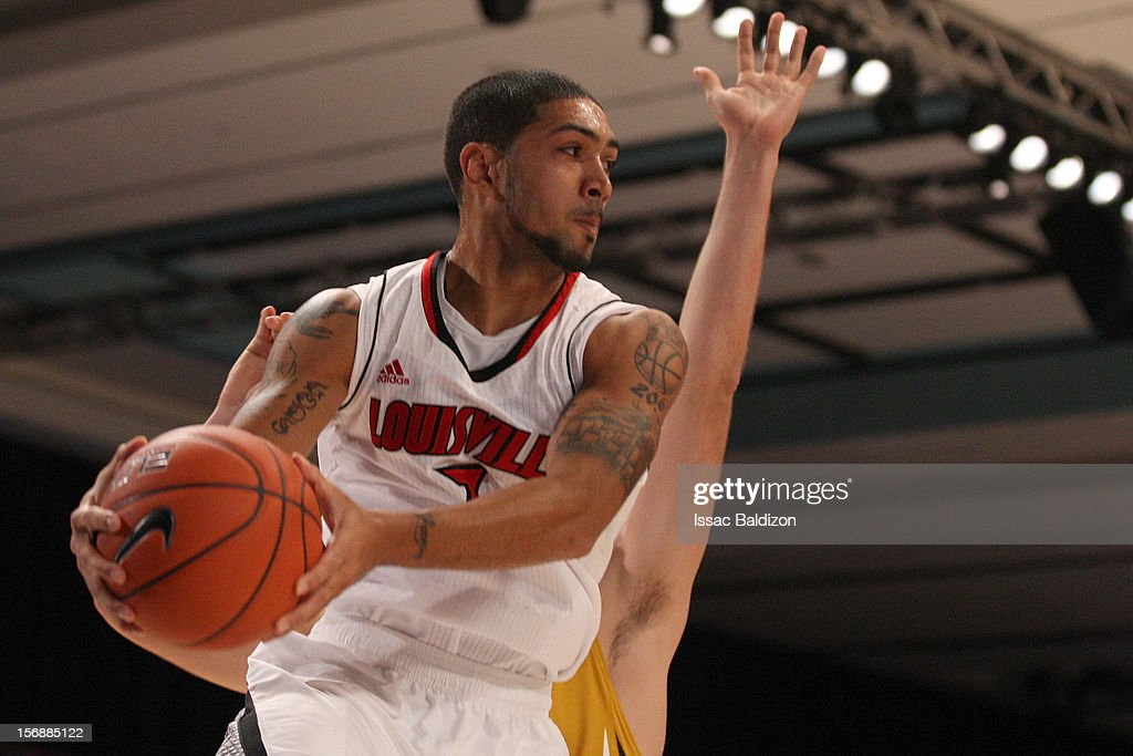<a gi-track='captionPersonalityLinkClicked' href=/galleries/search?phrase=Peyton+Siva&family=editorial&specificpeople=5792001 ng-click='$event.stopPropagation()'>Peyton Siva</a> #3 of the Louisville Carinals passes against the Missouri Tigers during the Battle 4 Atlantis tournament at Atlantis Resort November 23, 2012 in Nassau, Paradise Island, Bahamas.