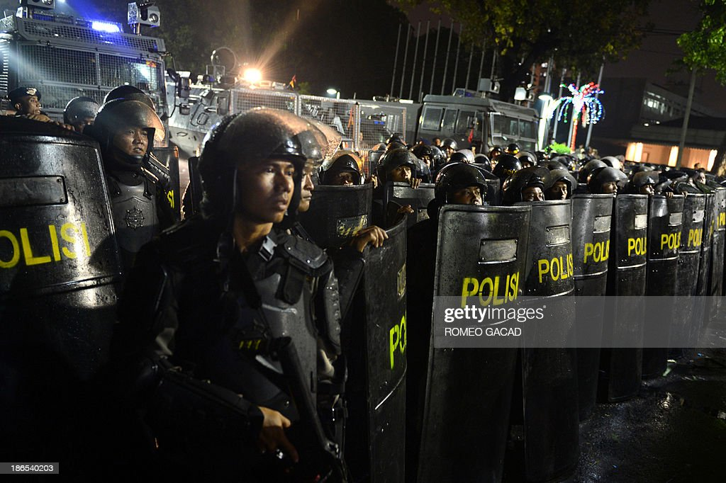 Phalanx of Indonesian riot police block the road in front of Jakarta city hall on November 1, 2013 as hundreds of workers demanding wage hike ended their two day strike. Tens of thousands of workers went on strike across Indonesia on November 1, 2013 for a second straight day, calling for huge salary hikes as Southeast Asia's top economy enjoys a prolonged boom.