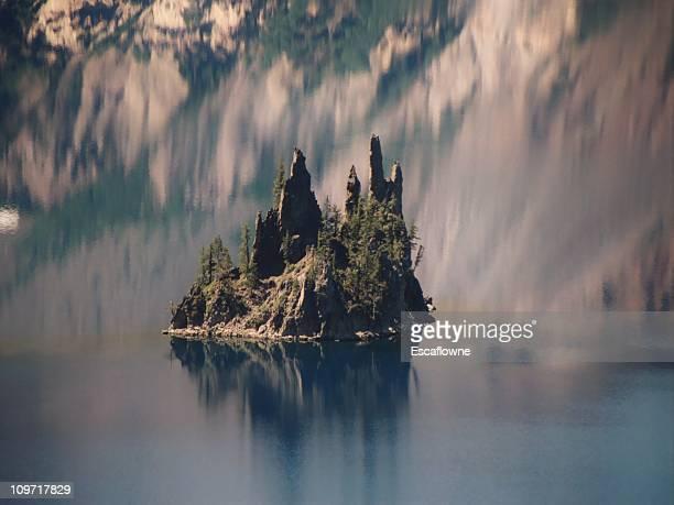 Phantom Ship Island de Crater Lake dans l'Oregon,