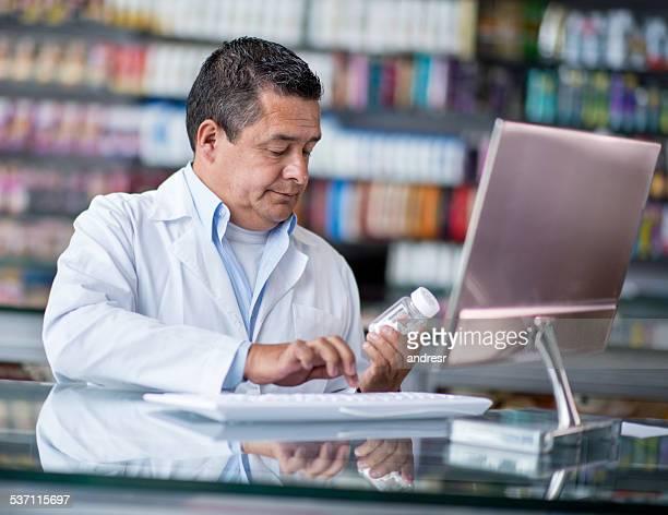 Apothekerberuf Registrierung Tabletten in der Drogerie