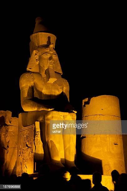 Pharoh statue la nuit