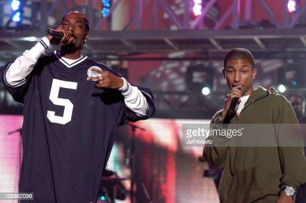 Pharrell Williams and Snoop Dogg perform Let's Get Blown