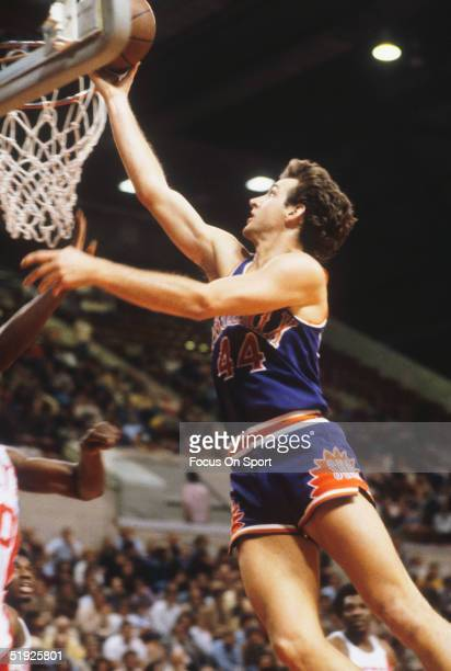 Pheonix Suns' guard Paul Westphal jumps for the layup against the New York Nets