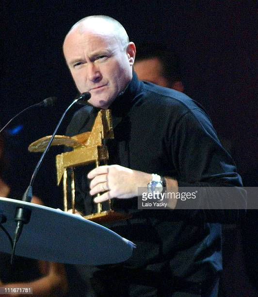Phil Collins accepts his Special Music Onda Award