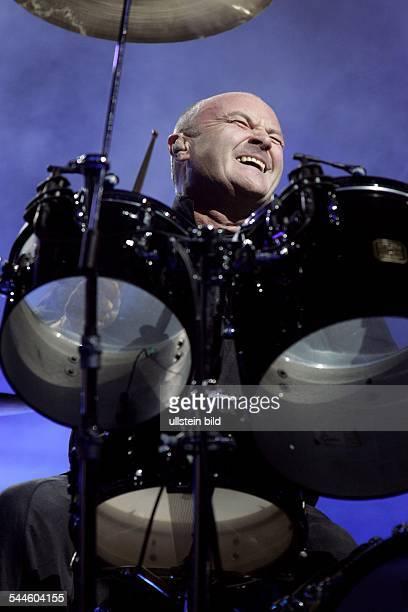 Phil Collins Saenger Musiker Schlagzeuger Popmusik Grossbritannien Auftritt in der Düsseldorfer LTUArena