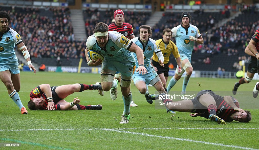 <a gi-track='captionPersonalityLinkClicked' href=/galleries/search?phrase=Phil+Dowson&family=editorial&specificpeople=226672 ng-click='$event.stopPropagation()'>Phil Dowson</a> of Northampton breaks clear to score a try during the Aviva Premiership match between Saracens and Northampton Saints at stadiumMK on December 30, 2012 in Milton Keynes, England.