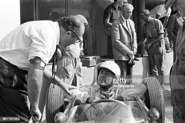 Phil Hill Ferrari 156 Sharknose Grand Prix of Italy Autodromo Nazionale Monza 10 September 1961 Phil Hill and Ferrari engineer Carlo Chiti