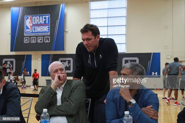 Phil Jackson of the New York Knicks talks with Luke Walton of the Los Angeles Lakers during the NBA Draft Combine Day 2 at the Quest Multisport...