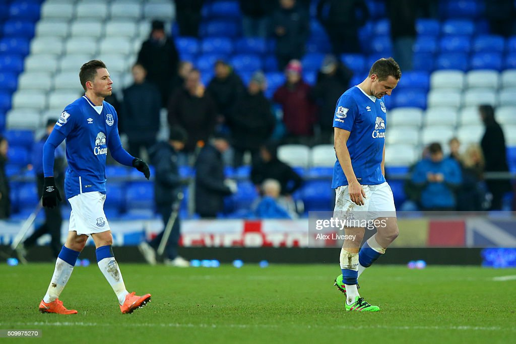 <a gi-track='captionPersonalityLinkClicked' href=/galleries/search?phrase=Phil+Jagielka&family=editorial&specificpeople=682518 ng-click='$event.stopPropagation()'>Phil Jagielka</a> (R) and <a gi-track='captionPersonalityLinkClicked' href=/galleries/search?phrase=Bryan+Oviedo&family=editorial&specificpeople=4412740 ng-click='$event.stopPropagation()'>Bryan Oviedo</a> (L) of Everton leave the pitch after their 0-1 defeat in the Barclays Premier League match between Everton and West Bromwich Albion at Goodison Park on February 13, 2016 in Liverpool, England.