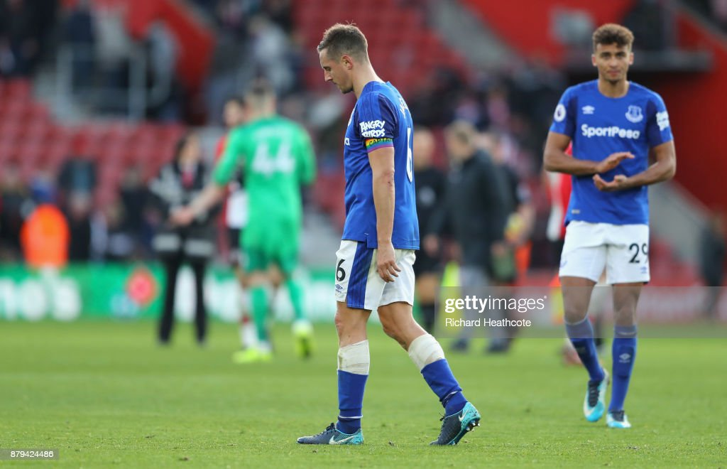 Phil Jagielka and Dominic Calvert-Lewin of Everton look dejected after the Premier League match between Southampton and Everton at St Mary's Stadium on November 26, 2017 in Southampton, England.