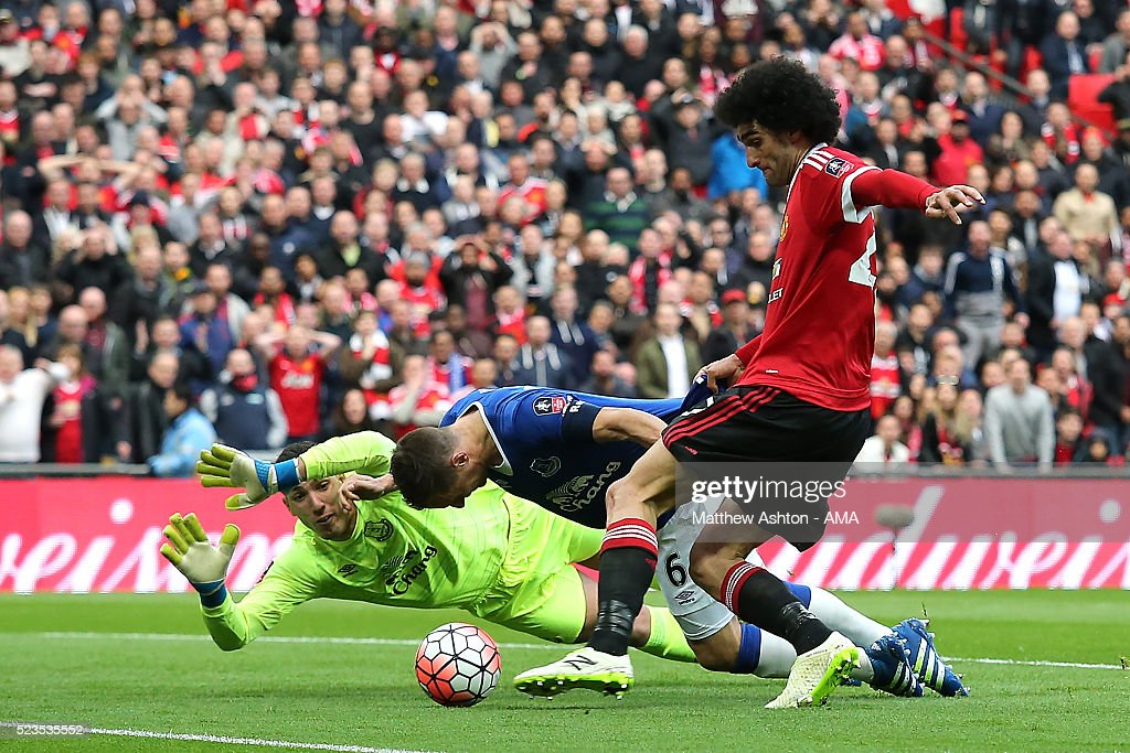 Phil Jagielka of Everton blocks the attempt on goal of Marouane Fellaini of Manchester United during the Emirates FA Cup Semi Final match between Everton and Manchester United at Wembley Stadium on April 23, 2016 in London, England.