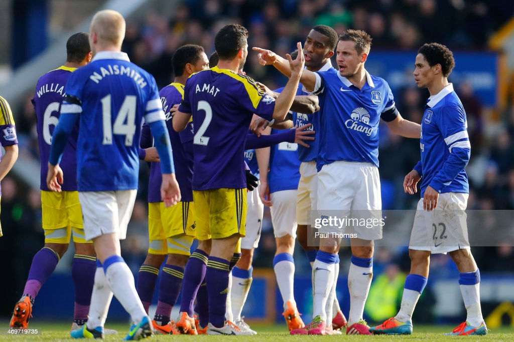 <a gi-track='captionPersonalityLinkClicked' href=/galleries/search?phrase=Phil+Jagielka&family=editorial&specificpeople=682518 ng-click='$event.stopPropagation()'>Phil Jagielka</a> (2nd R) of Everton remonstrates with Swansea players during the FA Cup Fifth Round match between Everton and Swansea City at Goodison Park on February 16, 2014 in Liverpool, England.