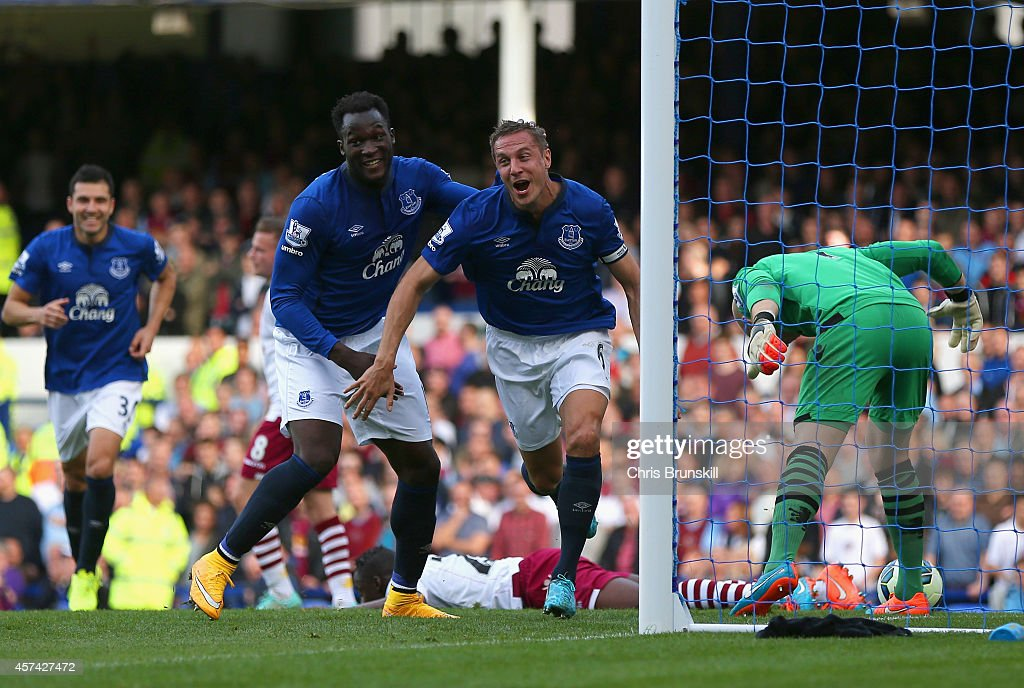 <a gi-track='captionPersonalityLinkClicked' href=/galleries/search?phrase=Phil+Jagielka&family=editorial&specificpeople=682518 ng-click='$event.stopPropagation()'>Phil Jagielka</a> of Everton turns to celebrate after scoring the opening goal during the Barclays Premier League match between Everton and Aston Villa at Goodison Park on October 18, 2014 in Liverpool, England.
