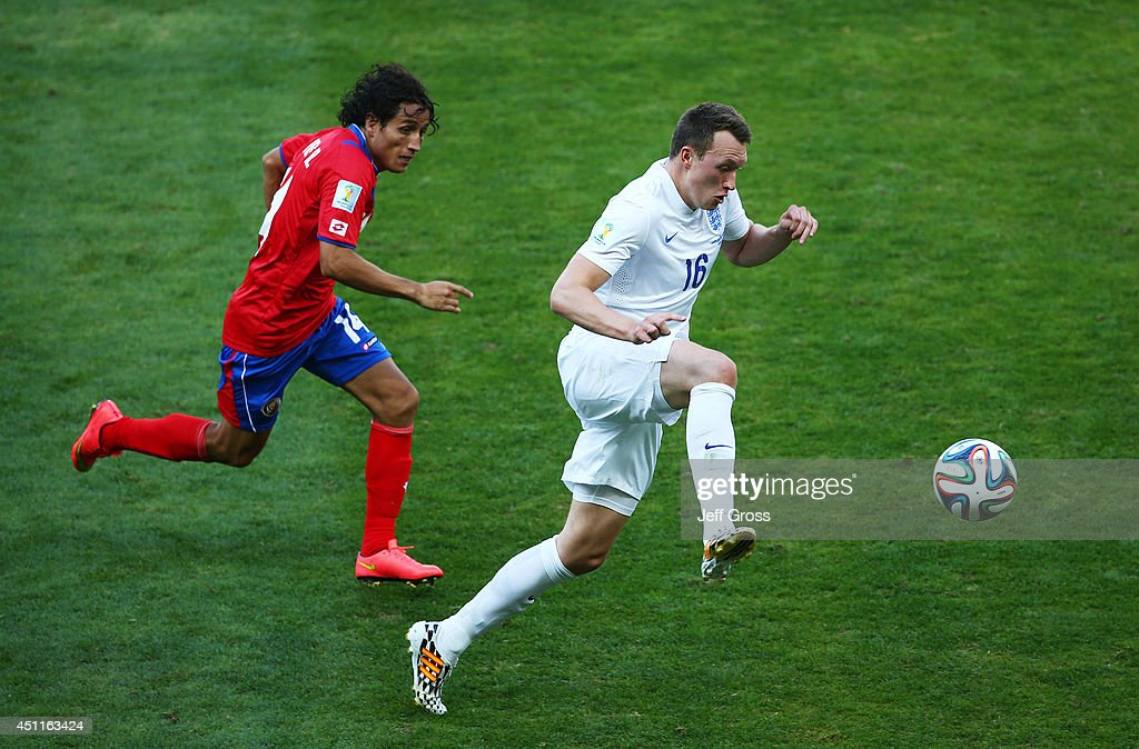 Phil Jones of England controls the ball against <a gi-track='captionPersonalityLinkClicked' href=/galleries/search?phrase=Randall+Brenes&family=editorial&specificpeople=2275484 ng-click='$event.stopPropagation()'>Randall Brenes</a> of Costa Rica during the 2014 FIFA World Cup Brazil Group D match between Costa Rica and England at Estadio Mineirao on June 24, 2014 in Belo Horizonte, Brazil.