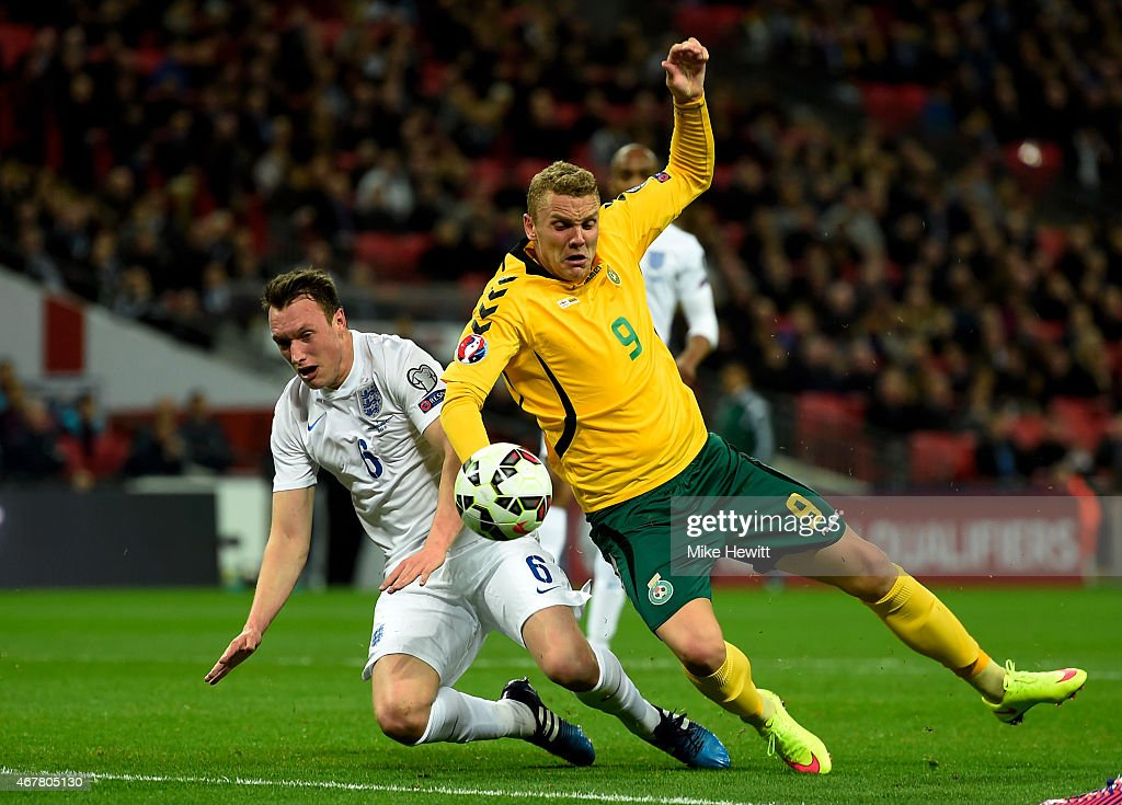 <a gi-track='captionPersonalityLinkClicked' href=/galleries/search?phrase=Phil+Jones+-+Soccer+Player&family=editorial&specificpeople=7841291 ng-click='$event.stopPropagation()'>Phil Jones</a> of England tackles Deivydas Matulevicius of Lithuania in the penalty area during the EURO 2016 Qualifier match between England and Lithuania at Wembley Stadium on March 27, 2015 in London, England.