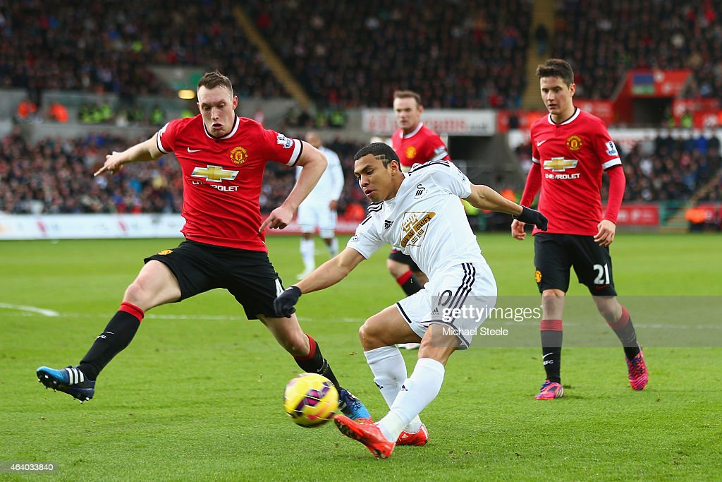 <a gi-track='captionPersonalityLinkClicked' href=/galleries/search?phrase=Phil+Jones+-+Soccer+Player&family=editorial&specificpeople=7841291 ng-click='$event.stopPropagation()'>Phil Jones</a> of Manchester United attempts to block <a gi-track='captionPersonalityLinkClicked' href=/galleries/search?phrase=Jefferson+Montero&family=editorial&specificpeople=4406087 ng-click='$event.stopPropagation()'>Jefferson Montero</a> of Swansea City during the Barclays Premier League match between Swansea City and Manchester United at Liberty Stadium on February 21, 2015 in Swansea, Wales.