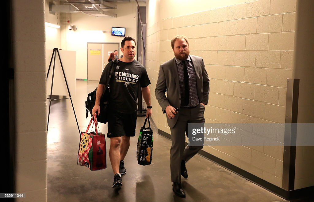 <a gi-track='captionPersonalityLinkClicked' href=/galleries/search?phrase=Phil+Kessel&family=editorial&specificpeople=537794 ng-click='$event.stopPropagation()'>Phil Kessel</a> #81 of the Pittsburgh Penguins, right, arrives to the arena prior to Game One of the 2016 NHL Stanley Cup Final against the San Jose Sharks at Consol Energy Center on May 30, 2016 in Pittsburgh, Pennsylvania.