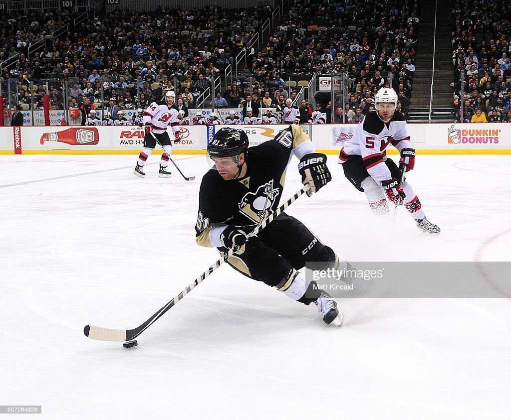 <a gi-track='captionPersonalityLinkClicked' href=/galleries/search?phrase=Phil+Kessel&family=editorial&specificpeople=537794 ng-click='$event.stopPropagation()'>Phil Kessel</a> #81 of the Pittsburgh Penguins skates with the puck against the New Jersey Devils at Consol Energy Center on January 26, 2016 in Pittsburgh, Pennsylvania.