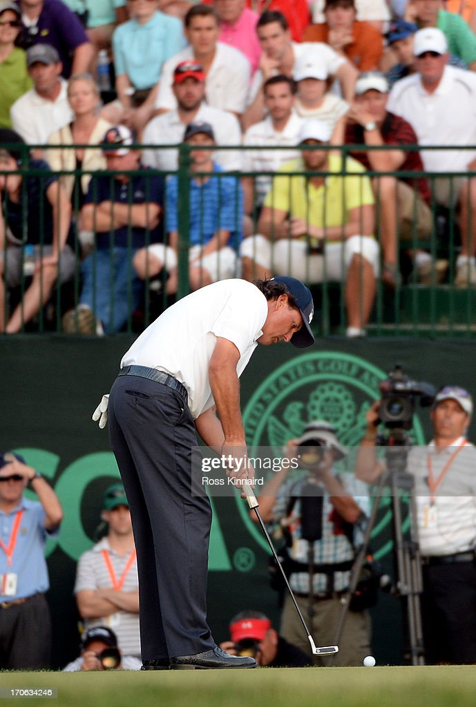 <a gi-track='captionPersonalityLinkClicked' href=/galleries/search?phrase=Phil+Mickelson&family=editorial&specificpeople=157543 ng-click='$event.stopPropagation()'>Phil Mickelson</a> of the United States putts on the 18th hole during Round Three of the 113th U.S. Open at Merion Golf Club on June 15, 2013 in Ardmore, Pennsylvania.