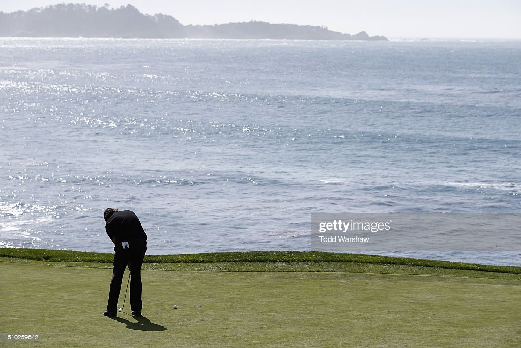 <a gi-track='captionPersonalityLinkClicked' href=/galleries/search?phrase=Phil+Mickelson&family=editorial&specificpeople=157543 ng-click='$event.stopPropagation()'>Phil Mickelson</a> putts on the eighth green during the final round of the AT&T Pebble Beach National Pro-Am at the Pebble Beach Golf Links on February 14, 2016 in Pebble Beach, California.
