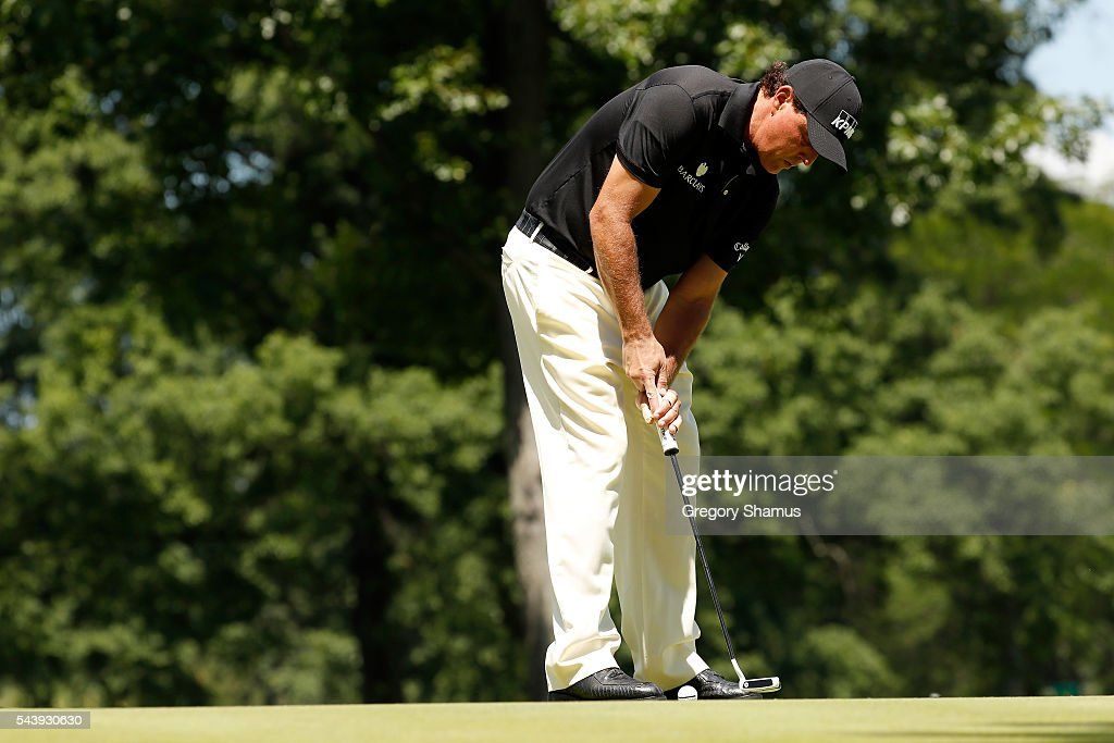 <a gi-track='captionPersonalityLinkClicked' href=/galleries/search?phrase=Phil+Mickelson&family=editorial&specificpeople=157543 ng-click='$event.stopPropagation()'>Phil Mickelson</a> putts on the second green during the first round of the World Golf Championships - Bridgestone Invitational at Firestone Country Club South Course on June 30, 2016 in Akron, Ohio.