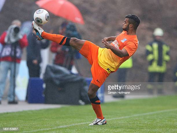Phil OfosuAyeh of Duisburg controls the ball during the Third Bundesliga match between SV 07 Elversberg and MSV Duisburg at Kaiserlinde Waldstadion...