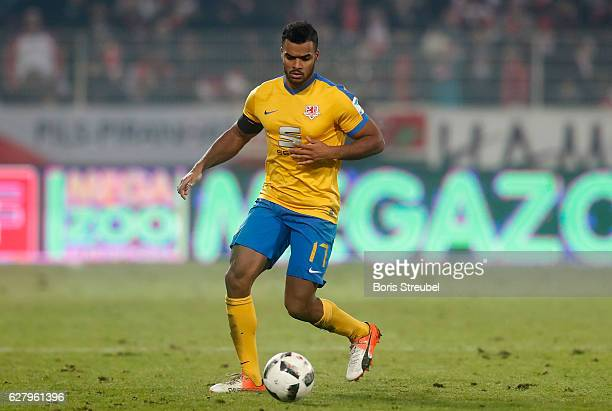 Phil OfosuAyeh of Eintracht Brauschweig runs with the ball during the Second Bundesliga match between 1 FC Union Berlin and Eintracht Braunschweig at...
