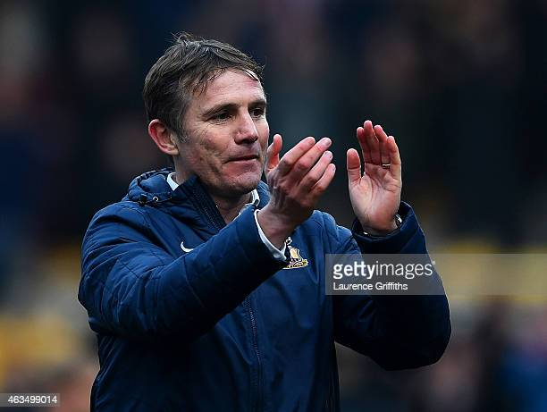 Phil Parkinson manager of Bradford applauds the fans after victory in the FA Cup Fifth Round match between Bradford City and Sunderland at Coral...