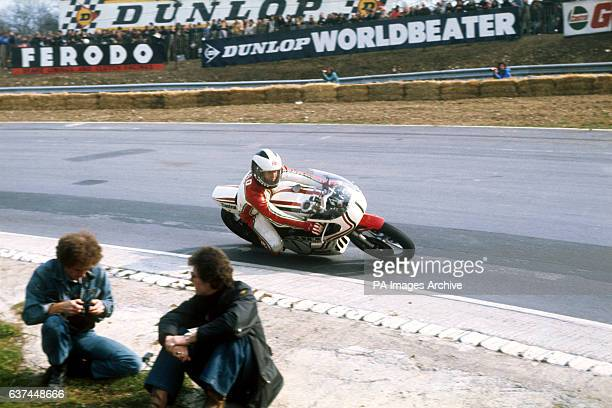 Phil Read passes two photographers on his Yamaha