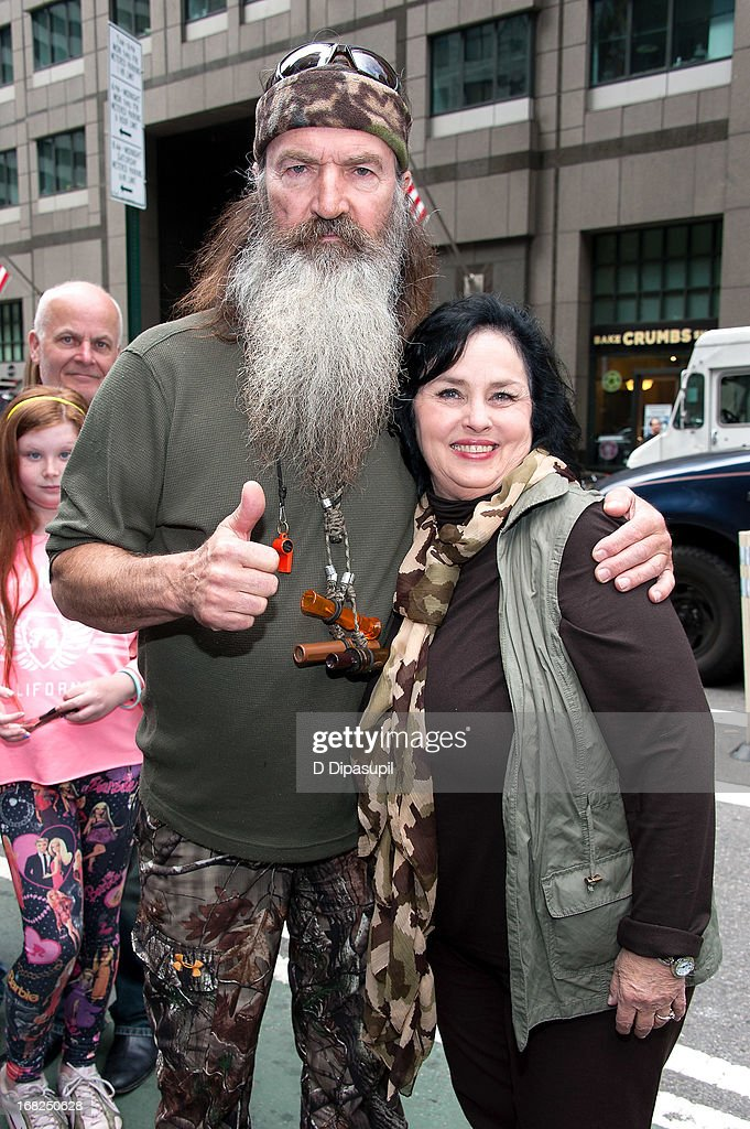 <a gi-track='captionPersonalityLinkClicked' href=/galleries/search?phrase=Phil+Robertson&family=editorial&specificpeople=4043277 ng-click='$event.stopPropagation()'>Phil Robertson</a> (L) and Kay Robertson visit 'Extra' in Times Square on May 7, 2013 in New York City.