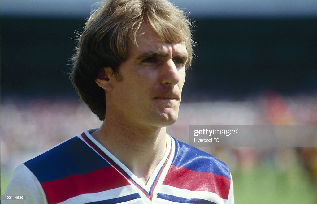 <a gi-track='captionPersonalityLinkClicked' href=/galleries/search?phrase=Phil+Thompson&family=editorial&specificpeople=221560 ng-click='$event.stopPropagation()'>Phil Thompson</a> of England during an International match held in England.