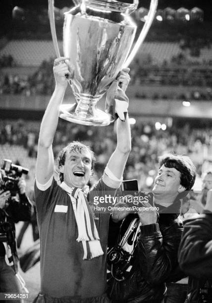 Football European Cup Final Parc des Princes Paris Liverpool 1 v Real Madrid 0 27th May 1981 Liverpool captain Phil Thompson jubilant as he holds...