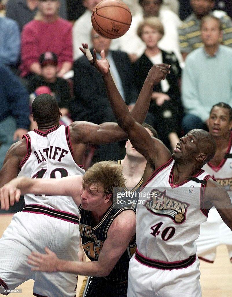 Philadelphia 76ers Tyrone Hill R and Theo Ratli