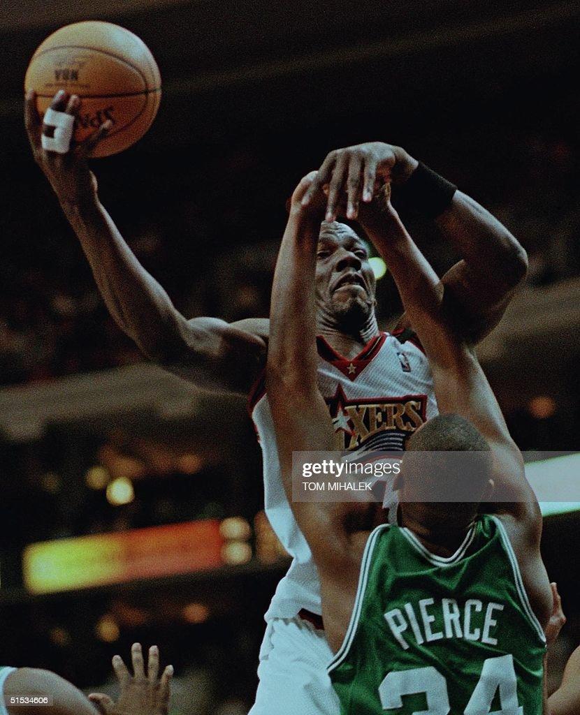 Philadelphia 76ers Tyrone Hill top jumps over Bo