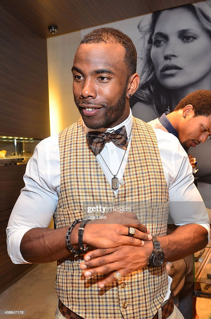 Philadelphia Eagles football player <a gi-track='captionPersonalityLinkClicked' href=/galleries/search?phrase=Earl+Wolff&family=editorial&specificpeople=6379729 ng-click='$event.stopPropagation()'>Earl Wolff</a> attends In-Store Shopping Event at David Yurman to celebrate the Men's Forged Carbon Collection in King of Prussia Plaza on October 7, 2014 in King of Prussia, Pennsylvania.
