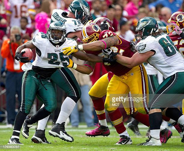 Philadelphia Eagles running back LeSean McCoy tries to break away from Washington Redskins defensive end Stephen Bowen during the second half at...
