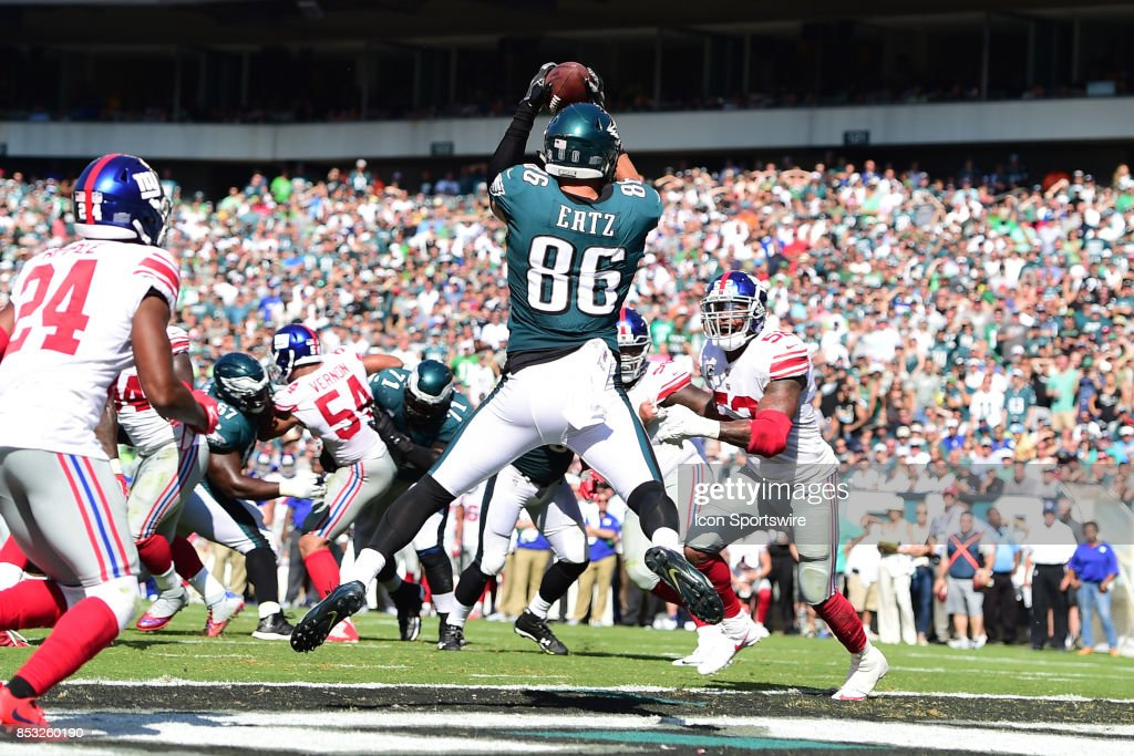 Philadelphia Eagles tight end Zach Ertz (86) catches a touchdown pass during a NFL football game between the New York Giants and the Philadelphia Eagles on September 24, 2017 at Lincoln Financial Field in Philadelphia, PA.