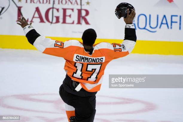 Philadelphia Flyers Right Wing Wayne Simmonds pumps up the crowd after a fight in the second period during the game between the Florida Panthers and...